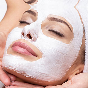 Patient at Saguaro Dermatology with Series of 3 Facials
